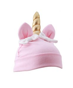 eenhoorn kindermuts in de kleur roze met gouden hoorn, oortjes en strikjes