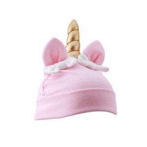 kindermuts in de kleur roze met gouden hoorn, oortjes en strikjes